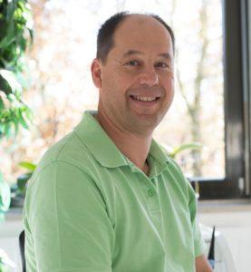 Hier ist ein Foto von Dr. Christian Kübler abgebildet.
